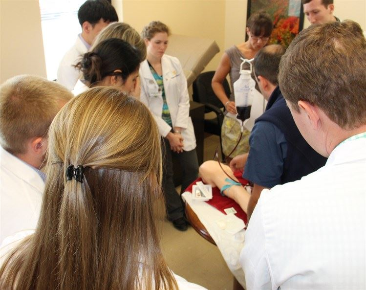 "The class of 2016 participate in the ""IV Lab"""